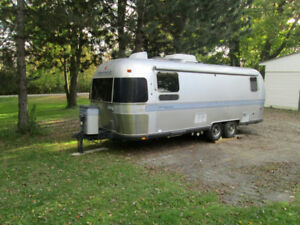 25 foot  AIRSTREAM Classic wide body