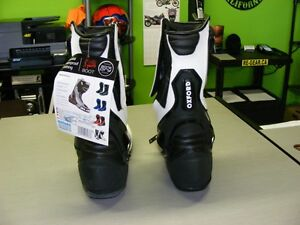 OXFORD - BONE DRY Boots - NEW at RE-GEAR Kingston Kingston Area image 3
