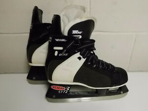 CCM 650 TACKS SIZE 4 1/2