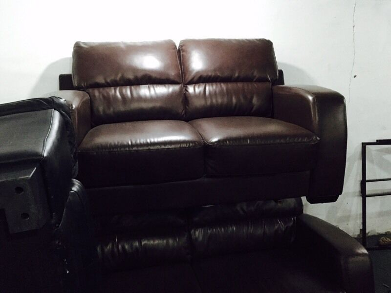 Free delivery 🎅 brown 3 and 2 leather sofa set