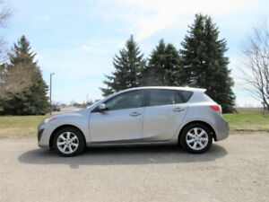 2011 Mazda 3- Hatchback.  ONE OWNER & CERTIFIED!!  ($58/ week)