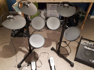 DTX400K - Yamaha Electronic Drum Kit and Roland Drum Amplifier