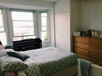 LOVELY LARGE TWIN SHARE ROOM SUNNY 2 BEDS in BRIGHTON CENTER very clean tidy flat STUDENTS welcome