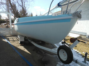 18 ft Davidson sailboat