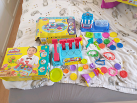 2 sets of playdaught complet-Sweet Shoppe and Burger Builder