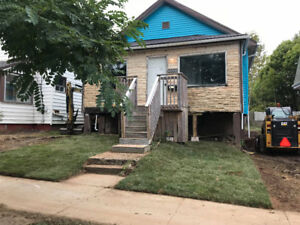 Great Location, 1 Level Living - Avail Oct (Upgraded, parking)