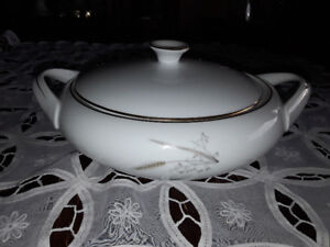 FINE CHINA SERVING  BOWL WITH LID,  ROYAL CHINA, JAPAN