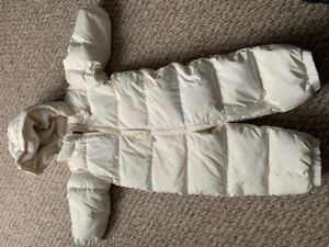 95% new Gap jumper in  feather  for toddler 18-24M with mitten