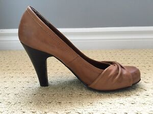 Brown high heel shoes, size 9 Kitchener / Waterloo Kitchener Area image 3