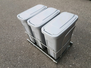 Knape & Vogt Pull-out Trash Bin System