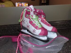 FOR SALE>   Girls Reebok Skates Size 2.  Excellent condition!!