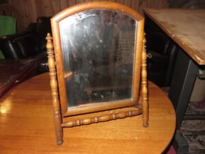 1 ANTIQUE TABLE TOP FREE STANDING MIRROR