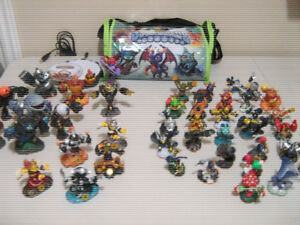 42 Skylanders for Wii with carrying case