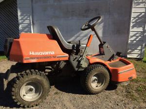 1000$ neg Tracteur à gazon 32'' Husqvarna moteur neuf