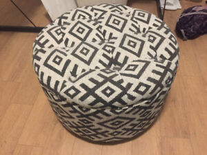 MOVING SALE! GORGEOUS OTTOMAN GREAT CONDITION LARGE SIZE STURDY!