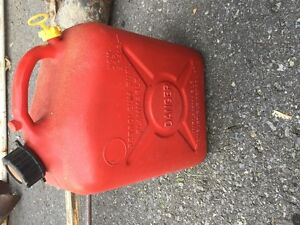 Gas canister (jerry cans)