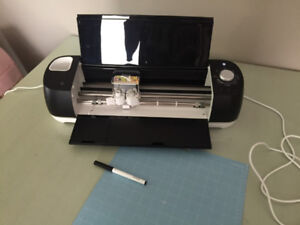 Cricut Explore Air 2 - BRAND NEW used once!