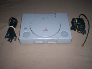 ORIGINAL SONY PLAYSTATION COMPLETE WITH 2 CONTROLLERS