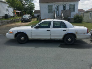 2008 Crown Victoria ONLY $900 OBO  (Beater or PARTS car)
