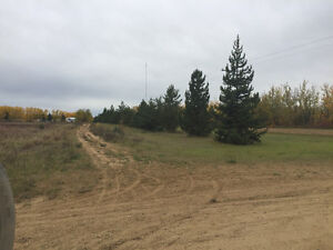 54ac 7km from Athabasca with services, roads, streetlights
