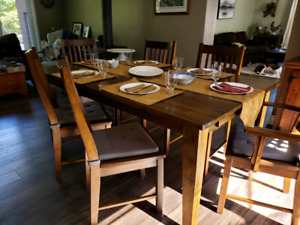 Mennonite Built Harvest Dining Table and Chairs