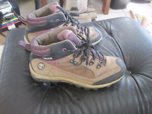 Ladies/Girls Timberland Gore-Tex Insulated Trail Hikers - Size 5