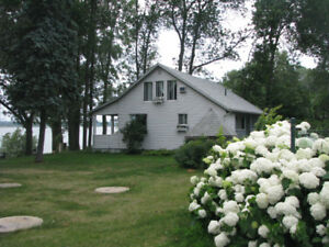 Suit $125, chalet $145/per night, face St_Laurent River