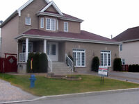 Intergenerational 6 Bedroom with Pool in Vaudreuil-Dorion