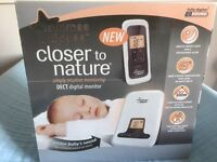 Brand new and boxed Tommee Tippee manual breast pump kit.
