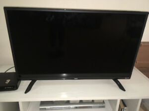 "*MOVING EVERYTHING MUST GO* 32"" LED ROKU TV"