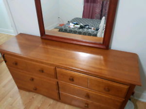 Bedroom set. Everything in photo included. 250$