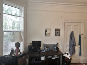 Large, bright room in quiet 3 BR flat - Coburg & Edward by Dal