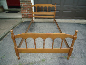 TWIN/SINGLE BED FRAME