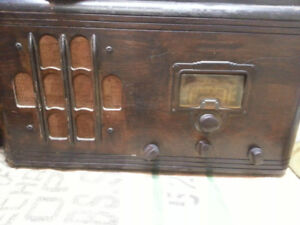 Antique GE Canada Radio