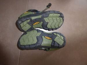 KEEN outdoor sandals, youth size 2, worn once Kitchener / Waterloo Kitchener Area image 2