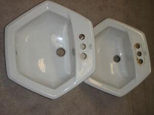 Lavabos en ceramique $10 pour les 2