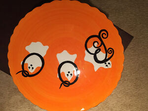 HALLOWEEN CAKE PLATE - TWO OF THEM