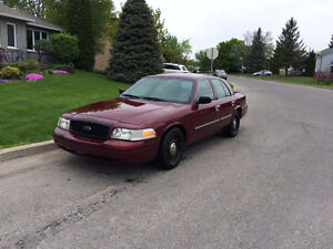2009 Ford Crown Victoria POLICE PACK + équipements INCLUS