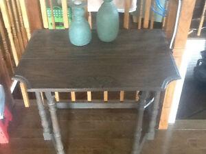 Petite table antique a battant West Island Greater Montréal image 3