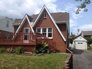 Spacious Three Bedroom Home In Fort Erie