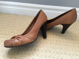 Brown high heel shoes, size 9 Kitchener / Waterloo Kitchener Area image 2