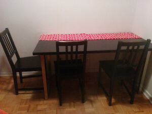 Dining set with 4 chairs / Table avec 4 chaises