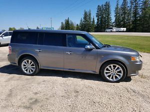 2010 Ford Flex. Limited.  3.5 V6. AWD.  7 PASS. $8,900.