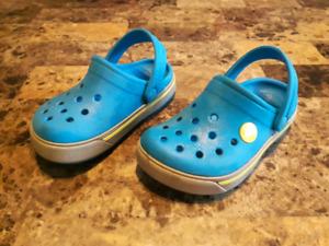 Sandales de marque CROC grandeur 8-9