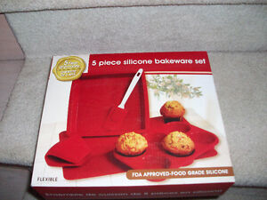 5 Piece Silicone Bakeware Set - Brand New