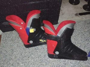 Boys Downhill Ski Boots (Head) Size 4 Rear Entry