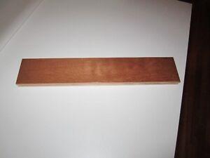 Une boîte de bois franc de merisier