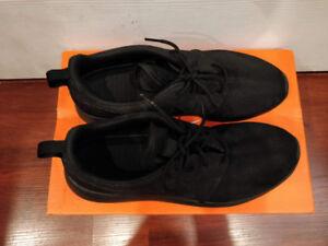 Brand New Nike Roshe Shoes - Size 9