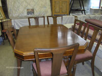 WALNUT DINNINGROOM TABLE SET