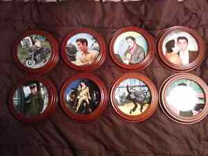 Elvis Presley - Looking At A Legend Collector Plates Kitchener / Waterloo Kitchener Area image 1